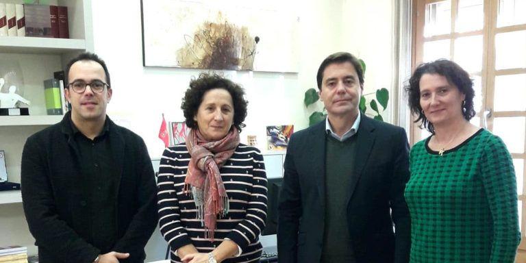 La Consejera de Derechos Sociales se reúne con los responsables de la Clínica Josefina Arregui